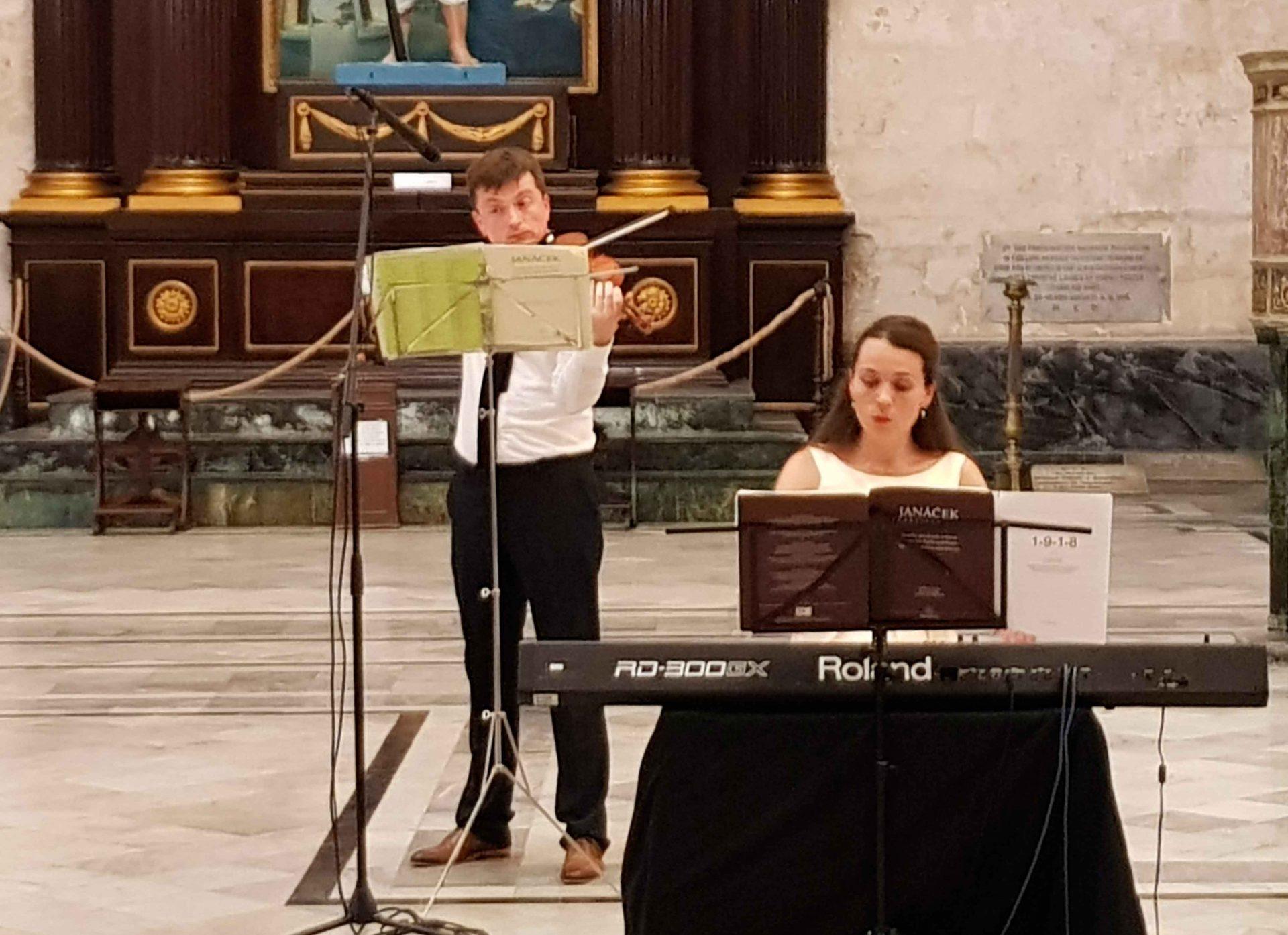 Dúo-de-cámara-Ceskoslovenske-Komorní en la S.M.I. Catedral de La Habana