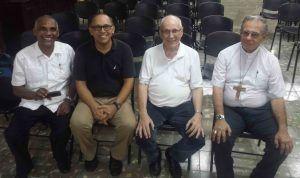 El Arzobispo de la Habana, junto a los padre Cela, Pantaleón y Melvín sj
