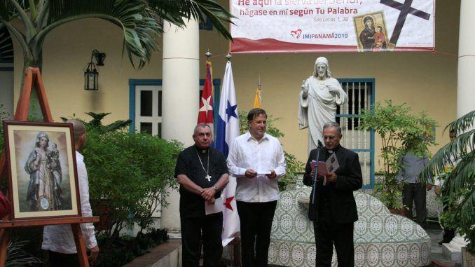 Mons. Juan de la Caridad García Rodríguez, Arzobispo de La Habana, en el recibimiento al Excelentísimo Presidente de la República de Panamá, Sr. Juan Carlos Varela, en su visita al Arzobispado de La Habana.