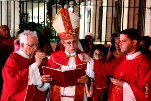 El arzobispo de La Habana, Mons. Juan García, durante la procesión del patrono de la ciudad.