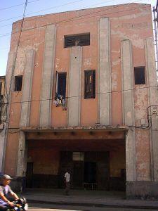 En el cine Palace hay una vivienda.