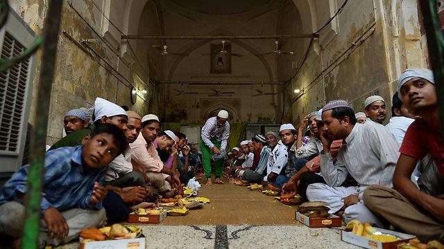 Judíos comiendo