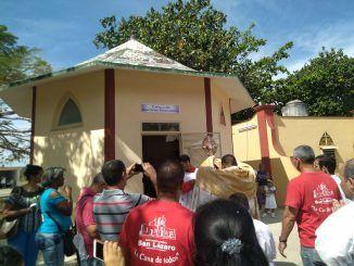 Pbro. Elixander Torres Pérez, salió en solemne procesión el Santísimo Sacramento del altar