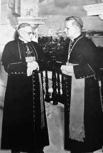 El entonces obispo auxiliar Alfredo Müller, a la derecha de la foto, junto al cardenal Manuel Arteaga Betancourt.