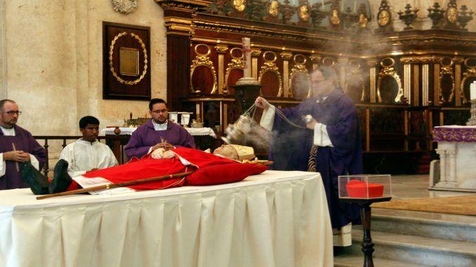 El-padre-Yosvani-Carvajal-Sureda,-párroco-de-la-Catedral-de-La-Habana