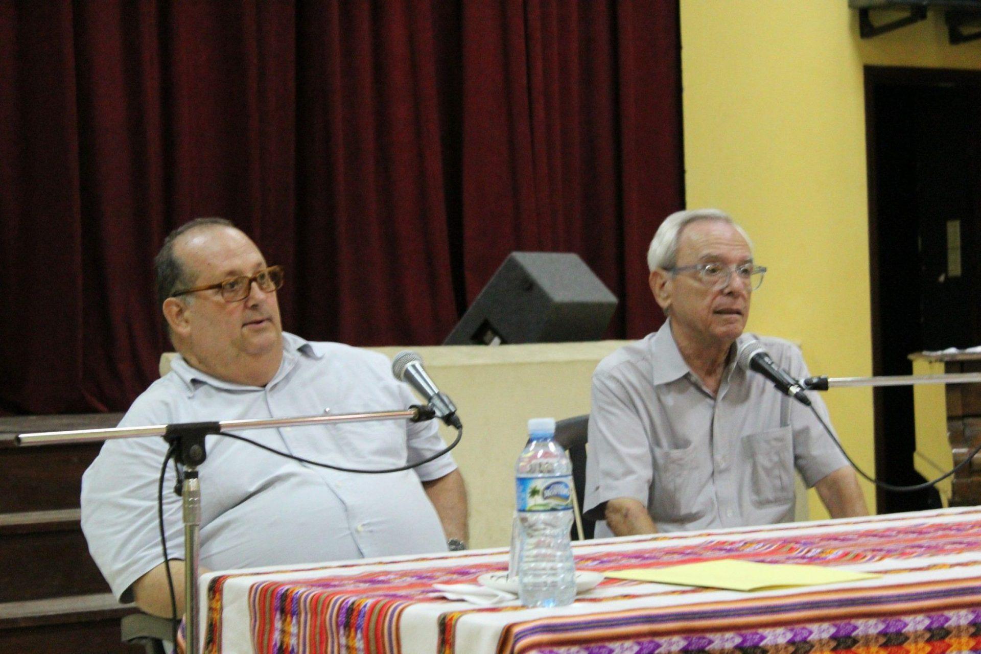 Escritor católico Roberto Méndez junto a el historiador de la ciudad, el Dr. Eusebio Leal Spengler