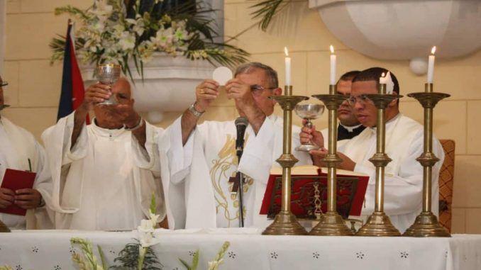 Cardenal Juan de la Caridad García Rodríguez, y los miembros de la comunidad de San Nicolás de Bari, celebraron su fiesta patronal.