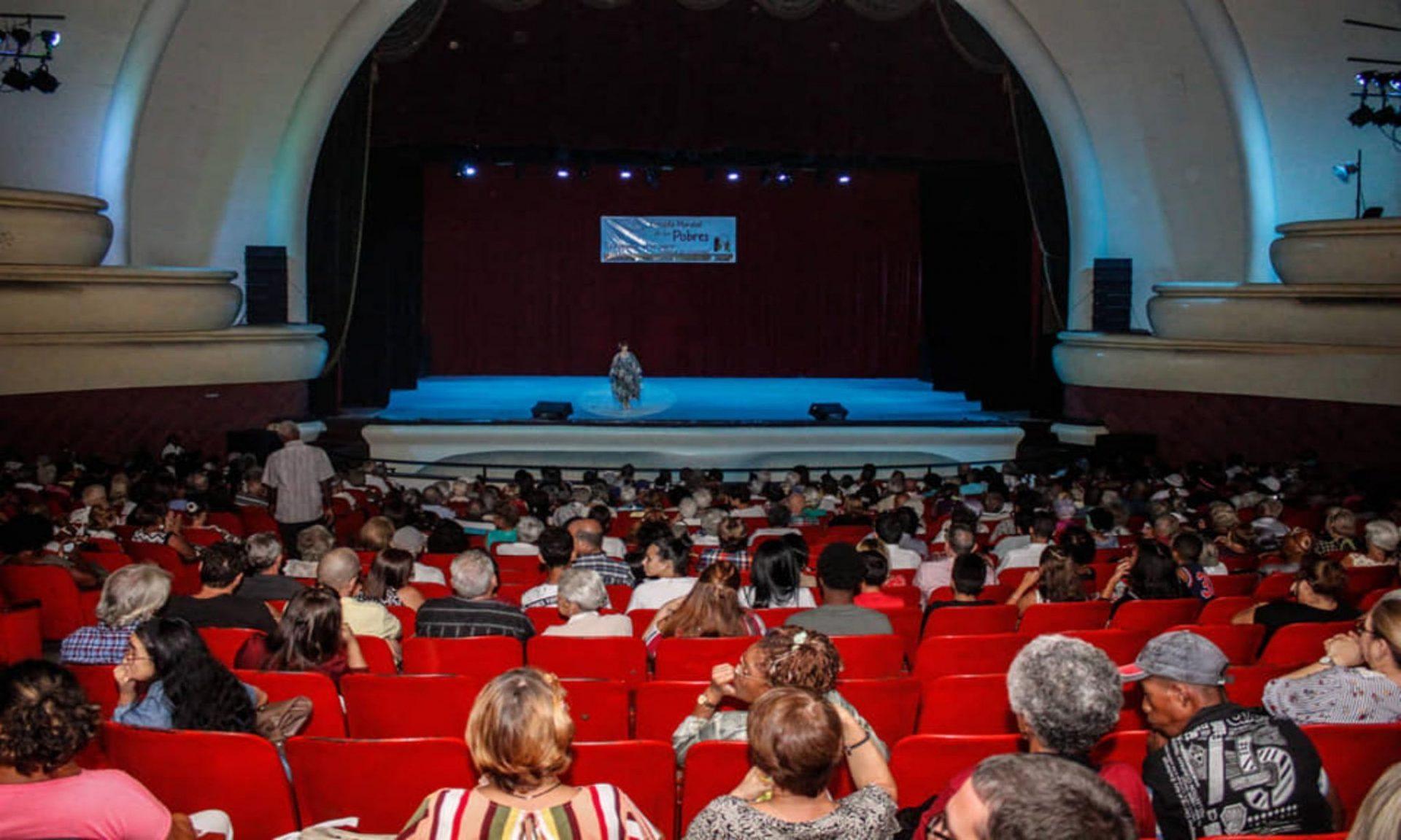 Gala cultural en el legendario Teatro América