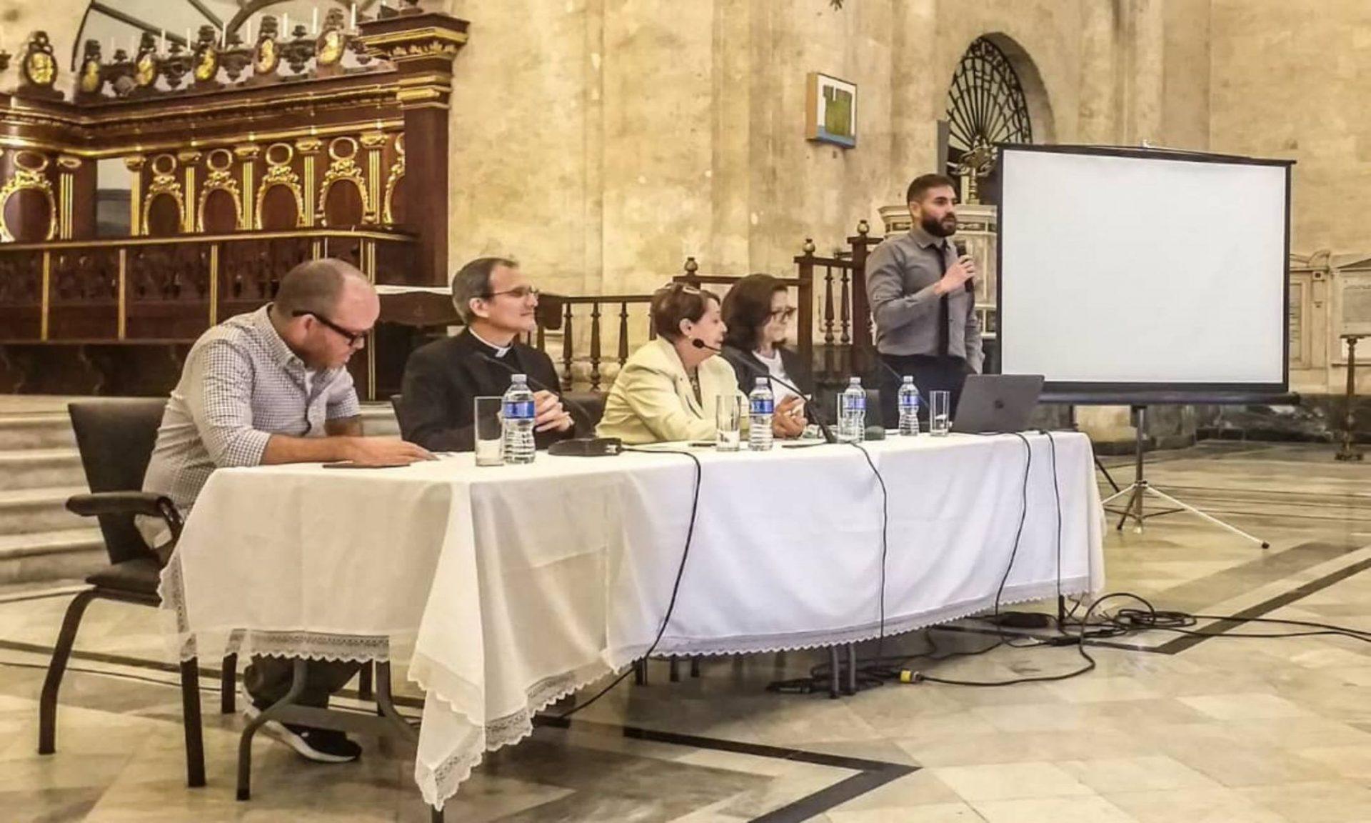 Se realizó en la Catedral de La Habana el panel Un viacrucis contemporáneo repensando el arte y la fe