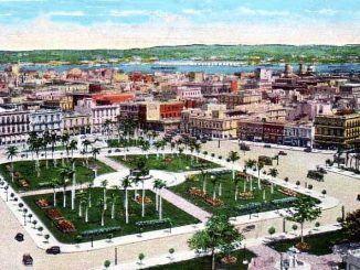 Panorámica de la Plaza de la Fraternidad Latinoamericana ya terminada, se puede apreciar correctamente su configuración y vialidad.
