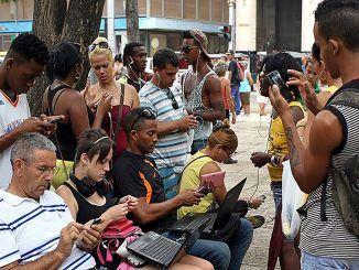 Cubanos conectándose