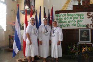 De izquierda a derecha, las hermanas Asunción Segovia, Angelina Rodas y Onoria Paredes, quienes conforman la comunidad de Cuba.