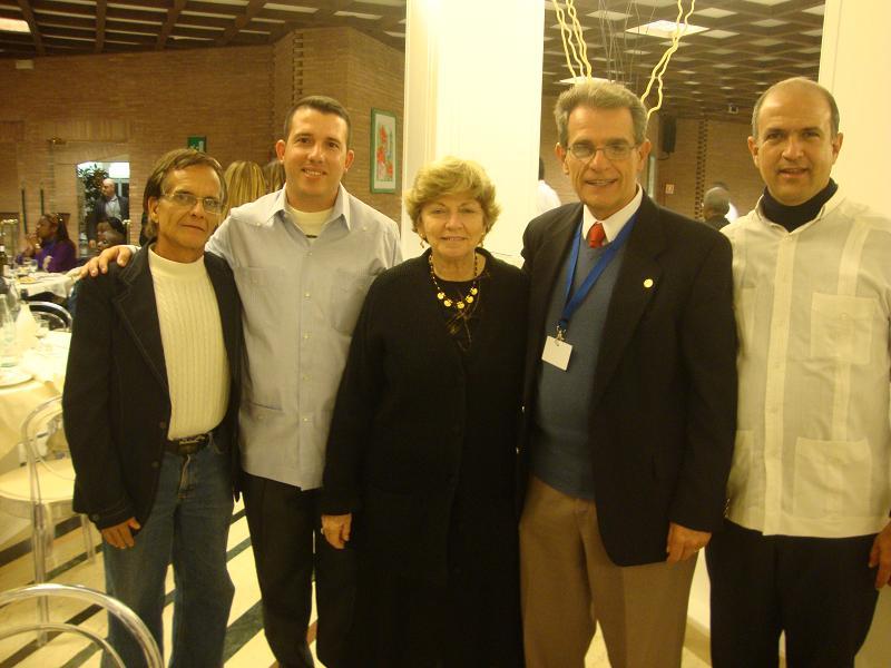 Gustavo junto a su esposa Chelita y la delegación cubana que asistió al Congreso de SIGNIS, en el que fue electo presidente de la asociación católica a nivel mundial.
