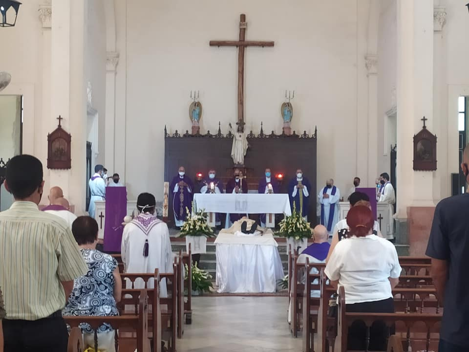 Celebran misa por el descanso eterno de Monseñor Petit